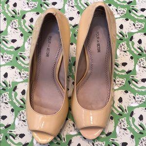 Cream patent leather Pour la Victoire heels